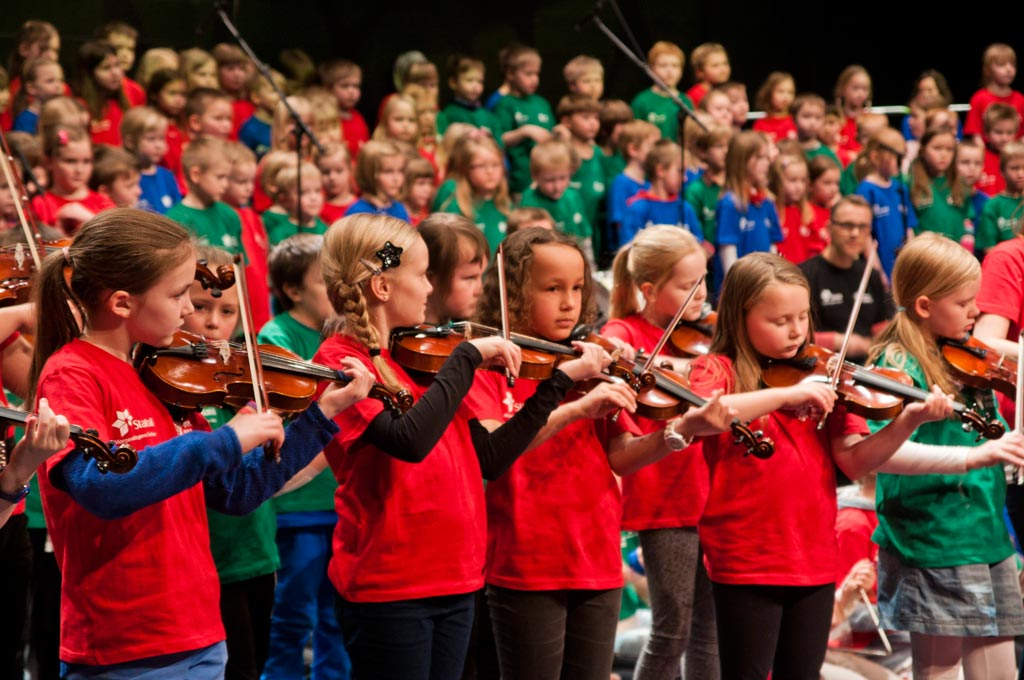 hammerfest project, children playing violin