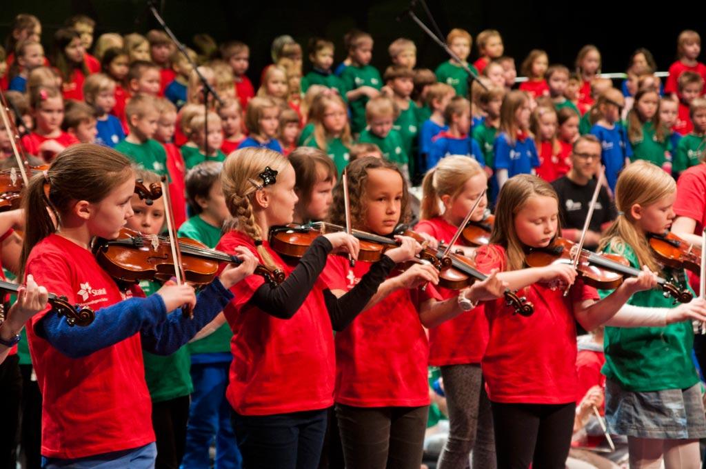 hammerfest project, children playing violin